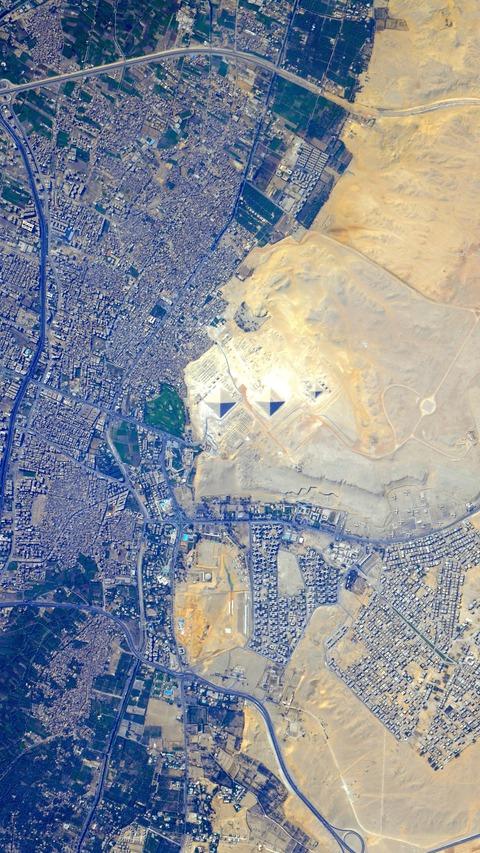 SatellitePhotograph03