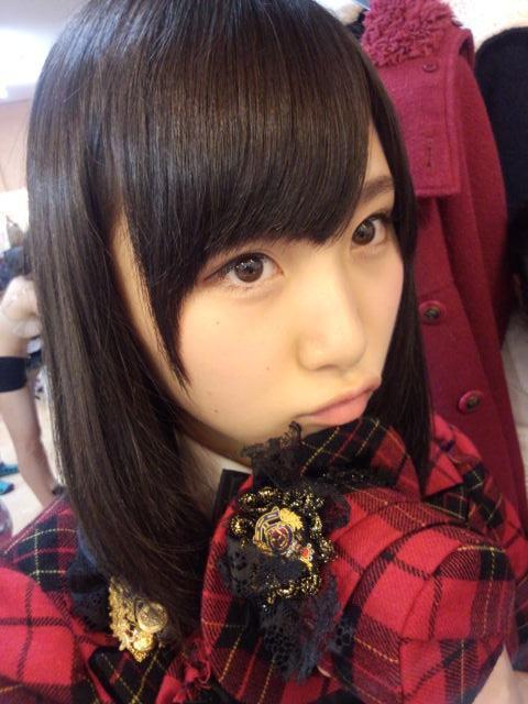 【画像あり】AKB48でおっは°い丸出し着替え中メンバーを映してしまう事故wwwwww