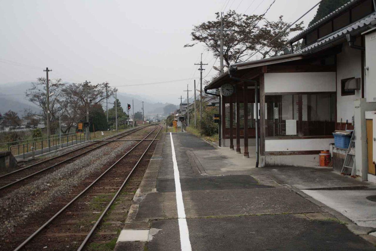 岡山県新見市 刑部駅前の風景 : ...