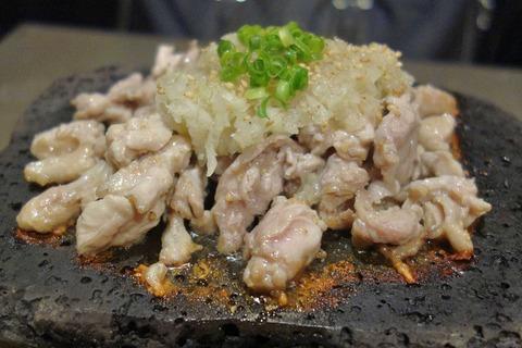 たまに行くならこんな店 バルと鶏居酒屋を混ぜあわせた「炭火焼き鳥Bar&Wine ASOBI 神田店」はサクッと鶏に塗れるのにピッタリな神田駅チカなお店です。