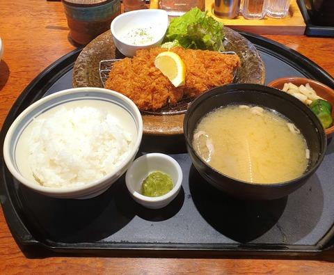 たまに行くならこんな店 三郷中央駅近くの「かつはな亭 三郷中央店」で、ジューシーなウマさのとんかつ定食を食す!
