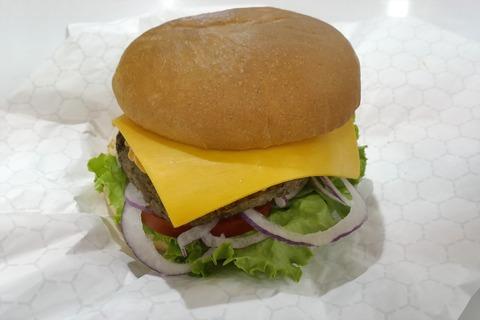 たまに行くならこんな店 割とエキチカな「コストコホールセール フードコート 新三郷店」で、濃厚な「ソフトクリーム」とともに新メニューな「1/3パウンドチーズバーガー」を食す!