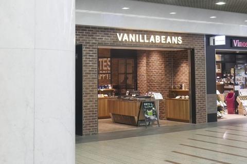 たまに行くならこんな店 チョコレート専門店「バニラビーンズ川崎アゼリア店」で、抹茶の香りとホワイトチョコレートのコクがこだまする「抹茶クリームショコラッペ」を飲み干す!