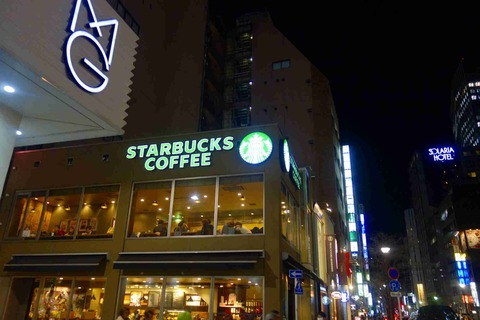 たまに行くならこんな店 日本のスタバ1号店「スターバックスコーヒー 銀座松屋通り店」で、スッキリソイラテを飲み干す!