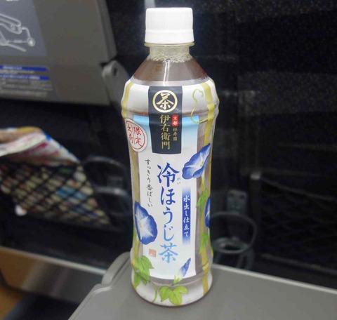 今日の飲み物 伊右衛門ブランドの水出し仕立て「冷ほうじ茶」はあの夏に咲く花のようなあの花風なデザインな一品でした。