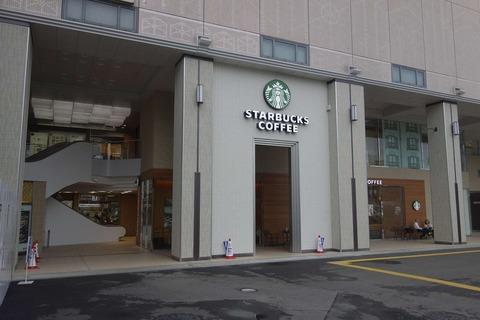 たまに行くならこんな店 宿泊していたホテルから近かった「スターバックスコーヒーマリエとやま店」は、富山滞在中に都会の雰囲気が感じられるお店でした