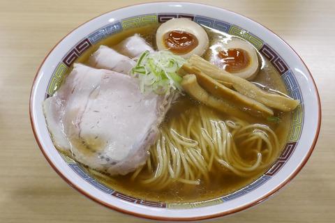 たまに行くならこんな店 八王子の名店を名古屋で楽しめる「煮干鰮らーめん 圓 名古屋大須店」で、上品に煮干しのウマさが味わえる「特製煮干しらーめん」を食す!