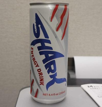 今日の飲み物 バンコクの地で生まれた世界第二位の売上を誇るエナジードリンク!「SHARK」を頂く! 一位は勿論レッドブル