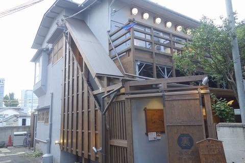 たまに行くならこんな店 お茶をメインに据えた 「宇治園裏参道ガーデン店」で、甘くコクのあるアイスオーレを楽しむ