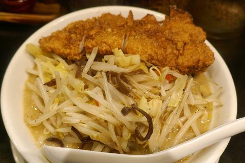 たまに行くならこんな店 秋葉原駅チカで牛&味噌スープが太麺に絡んで淡麗ウマい味噌ラーメンを「味噌太善」で食す!そして、豚唐揚げは至高なるウマさ!