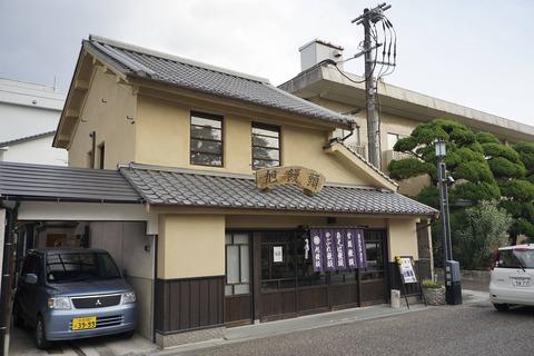 たまに行くならこんな店 豆田の町並みまっただ中で花月川の近くにある「旭饅頭」では、他とは一味ちがうウマウマな饅頭が楽しめました