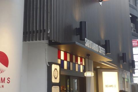 たまに行くならこんな店 意識高いカフェとセレクトショップが交差した「猿田彦珈琲 ビームスジャパン 新宿店」で、ほどよい酸味感じる「水出しアイスコーヒー」を飲み干す!