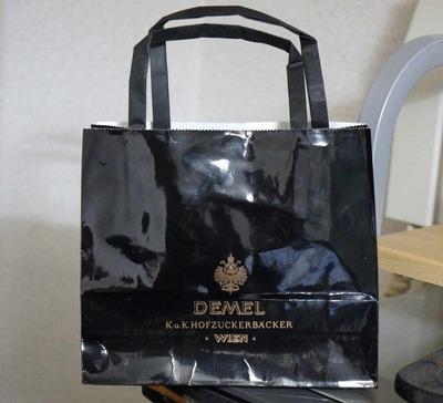 たまに行くならこんな店 猫舌チョコかザッハトルテがオススメ「DEMEL(デメル)三越日本橋店」