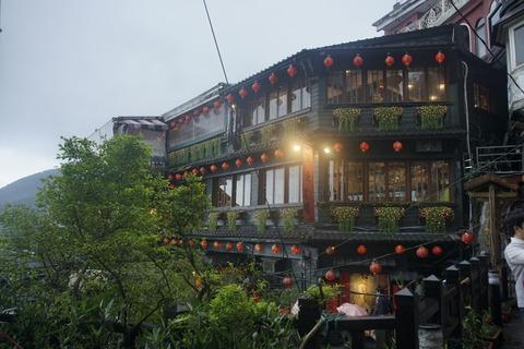 たまに行くならこんな店 九份で一番有名かもしれない茶屋「九份阿妹茶酒館」で、「嵐の中で輝いて」気分で熱々なお茶をすすってきました!