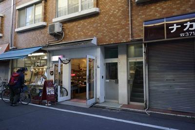 たまに行くならこんな店 尻繋がりネタで、名水遊戯は沢尻エリカの尻を狙わず近くに湧水がある池尻大橋で人気の「TORO PAN TOKYO」の尻を追いかける様に店へ入った