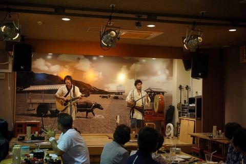 たまに行くならこんな店 時折ライブの大音声の響きありな「海音」は、料理歴50年の料理人の技を駆使した沖縄系料理が頂けるお店です。