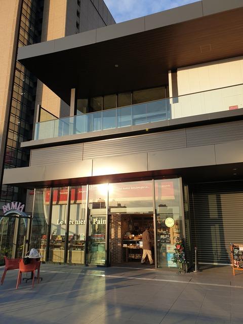 たまに行くならこんな店 「ル・グルニエ・ア・パン エキュートディション飯田橋店」で、至高のウマさのバケットやクロワッサンを筆頭に様々なパンを食す!