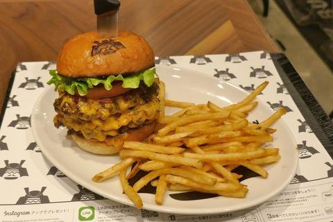 たまに行くならこんな店 秋葉原UDX2Fレストラン街にある「ショーグンバーガー 秋葉原店」で、肉肉しくパワフルなウマさに満ちたグルマンなハンバーガーを食す!