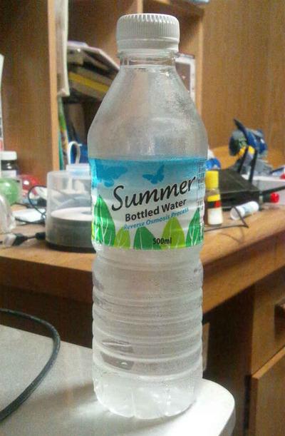 今日の水 マレーシアの非天然水?恐らく蒸留水か?「Summer bottled water」