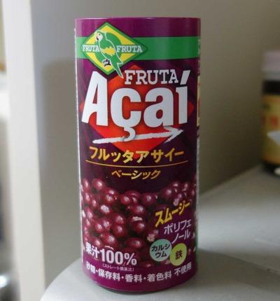 今日の飲み物 見た目はベリー系なのにヤシ科なアサイー果汁を使った「フルッタアサイー」はさっぱりさと濃厚さが面白く美味しい新感覚ドリンクでした