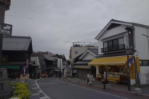 たまに行くならこんな店 成田山新勝寺表参道の始まりの地の近くにある「成田ゆめ牧場 薬師堂前店」で、クリーミーなアイスクリームをしっかり楽しみました