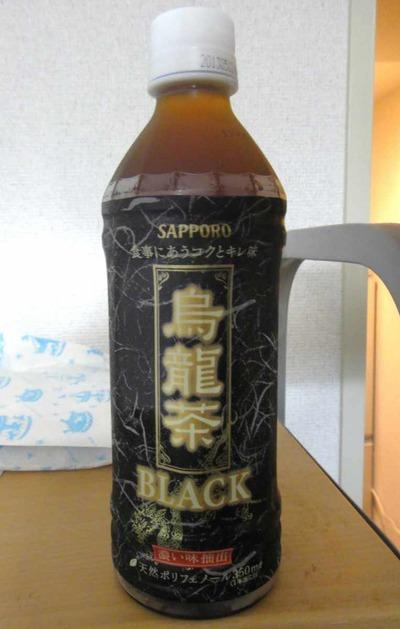 今日の飲み物 黒々とした姿を見ると昭和・平成時代合わせて最強の仮面ライダーと噂の仮面ライダーBLACK RXを彷彿とさせる「烏龍茶Black」