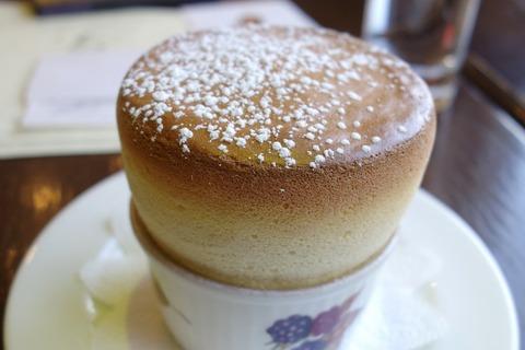 たまに行くならこんな店 ふわふわうさこちゃんのような柔らかいスフレが名物の「ル・スフレ」で、オランジーナと共にふわふわなスフレを食す!