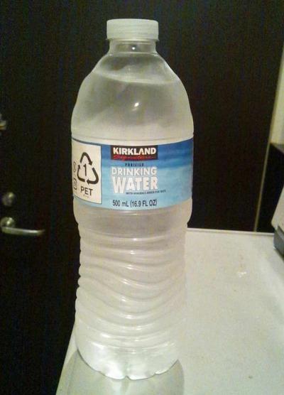 今日の水 コストコ独自ブランドのKIRKLAND DRINKING WATER