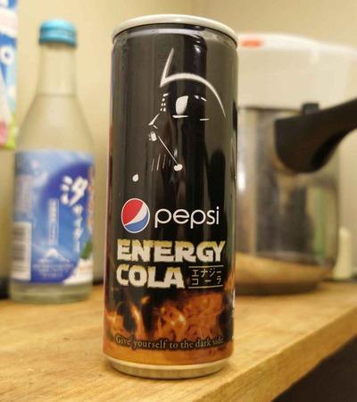 今日の飲み物 ダースベイダー印のエナジードリンクコーラな「ペプシエナジーコーラ」でダークフォースをバッチリ補給だ!