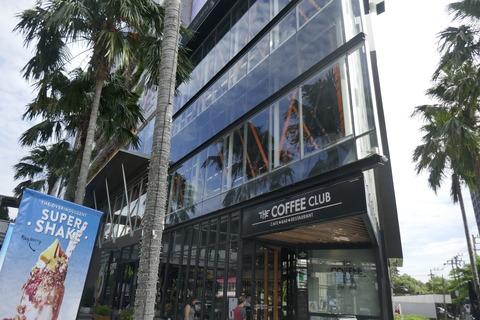 たまに行くならこんな店 ローカルなタイ人がほぼ0で外国人まみれな「The Coffee Club Ekamai」で、クールに大ぶりなフラットホワイトを飲み干す!