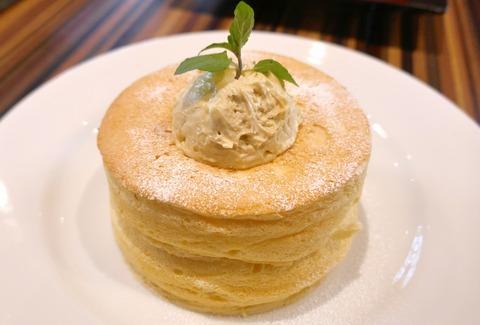 たまに行くならこんな店 とある美女の紹介で知った「Cafe brunch TAMAGOYA」で、フワフワスフレ生地&卵の風味抜群なパンケーキを食す!