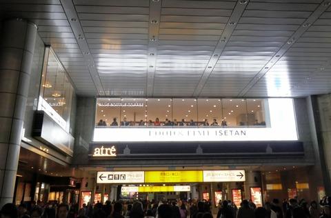 たまに行くならこんな店 店内から駅構内を見る姿がまるで天上人!な「ブルーボトルコーヒー 品川カフェ」は、想像よりも空いていて使いやすいお店でした