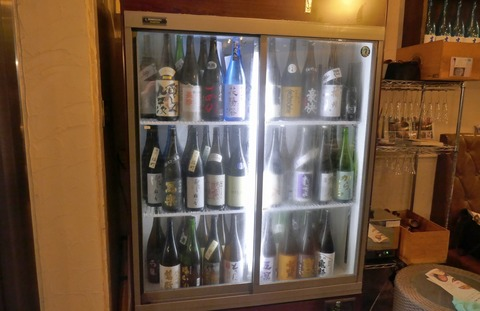 たまに行くならこんな店 見た目はワインバル実際には日本酒推しな「利き酒 GRILL Mr.Happy 神保町店」では、様々な料理とともに日本酒がしっかりと楽しめます!