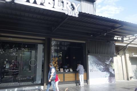 たまに行くならこんな店 隣の宝石店とニコイチなカフェ「Wjewelry高雄店」では、さくっと美味しいコーヒーが南国気分で楽しめます
