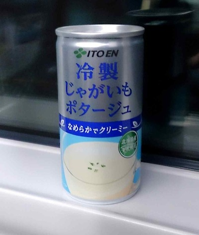 今日の飲み物 伊藤園から発売した「冷製じゃがいもポタージュ」は旨味は濃いが、もう少し塩気控えめでさっぱりだともっと美味しくなるかも