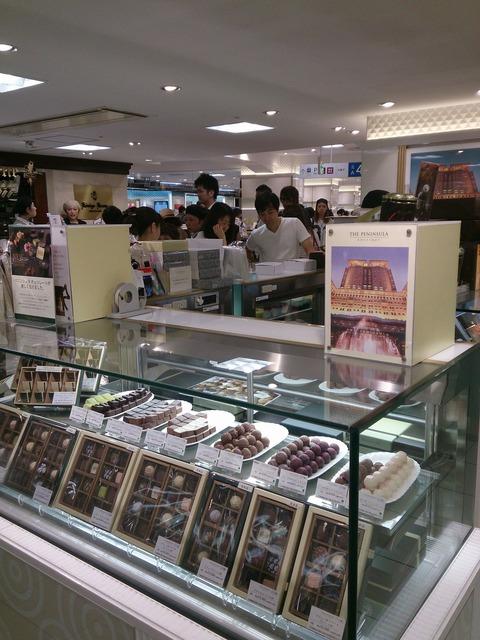 あの日行ったこんな店 最近チャイナタウン化している池袋でハイソな西武百貨店内には香港でラグジュアリーなホテルの味が楽しめるザ・ペニンシュラブティック西武池袋店がありました