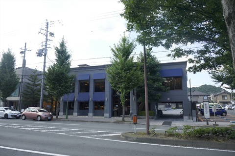 たまに行くならこんな店 京都の奥座敷な北山エリアで人気の「マールブランシュ北山本店」で、マロンな風味と滑らかな口溶けが嬉しい「雪の菓モンブランかき氷」を食す