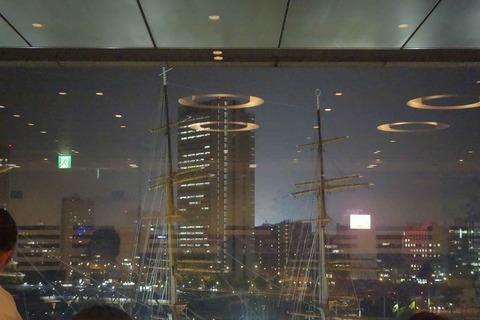 たまに行くならこんな店 シンガポールの様な夜景を見ながらお手軽価格で石田純一風のデートが楽しめる「シェフズ・ブイ 横浜ランドマークタワー店」はヘルシーな料理を楽しめモス!
