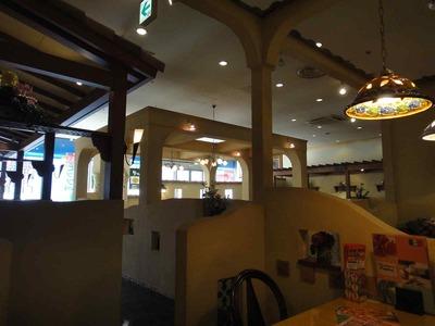 たまに行くならこんな店 ISSAがFUSSAになった事を思い出す横田基地のあるFUSSAでは席まで焼きたてピザを配膳する食べ放題メニューがある「モダンパスタ 西友福生店」は米空軍御用達?