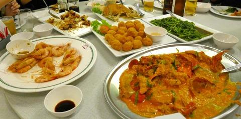 たまに行くならこんな店 プーハッポンカレーで有名な「SOMBOON SEAFOOD Surawong」で、中国料理の如く円卓な席にて料理を食らう!