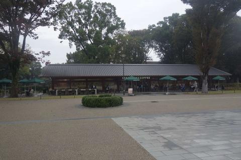 たまに行くならこんな店 上野恩賜公園の真っ只中にあるスターバックスコーヒー上野恩賜公園店は、上野公園内散策後に喉を潤すのにぴったりなお店です