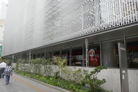 たまに行くならこんな店 秋葉原駅前にある「カフェ・ボンフィーノ秋葉原店」は、チャックでお馴染みのYKKが運営!アキバで落ち着いた雰囲気でコーヒーを飲みたい時にオススメです!