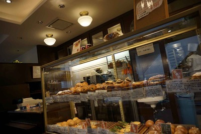 たまに行くならこんな店 川島なお美ゾーンな代々木上原エキチカパン店「マンマーノ」は焼きピロシキを一押ししますが、他のパンもバランスよくパンが美味しいエキチカ店です