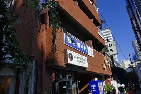 たまに行くならこんな店 日本発のサードウェーブコーヒー店「猿田彦珈琲 恵比寿本店」で、浅煎りのイルガチェフェの豆を使った「水出しコーヒー」を飲み干す