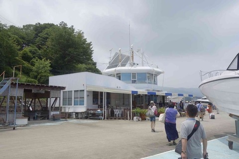 たまに行くならこんな店 ヤマハマリーナ浜名湖の浜名湖畔沿いで「お弁当どんどん湖西店」の特製どんどん弁当を頂きました