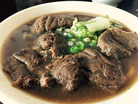 雲客来の牛肉麺