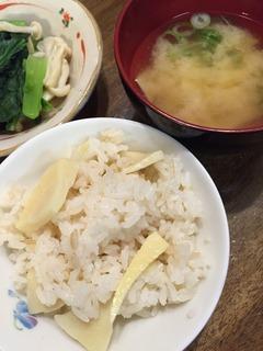 たけのこご飯とお味噌汁