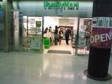 博多駅のファミマ、何かが違う