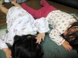 maoちゃんと仲良く体操中、寝てるわけじゃないよ