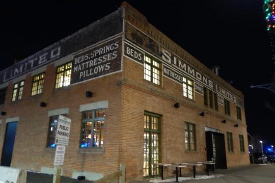 シモンズの工場をリノベーション